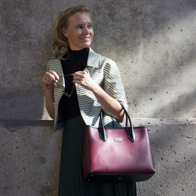 Smooth leather tote bag, burgundy color - worn by a model