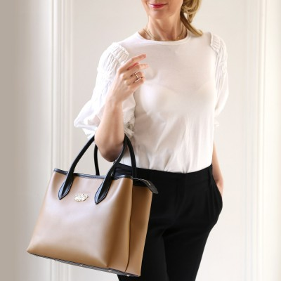 Smooth leather tote bag, caramel color - model