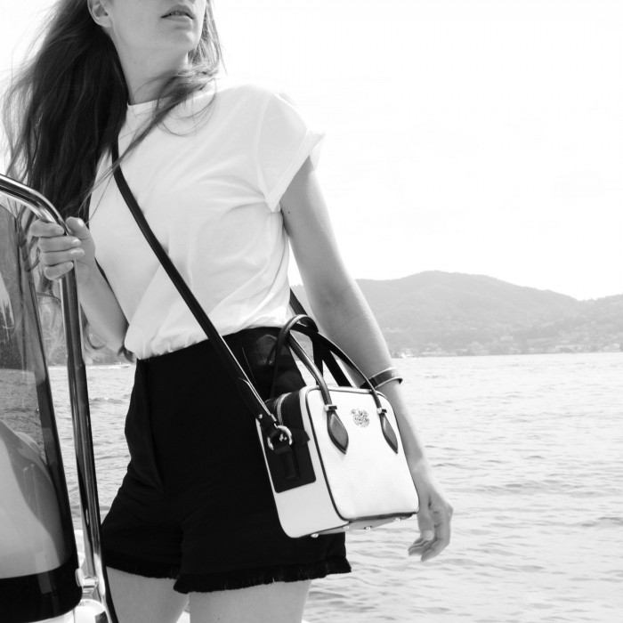 JULIETTE, leather handbag in grained leather, white color - on a model on a boat