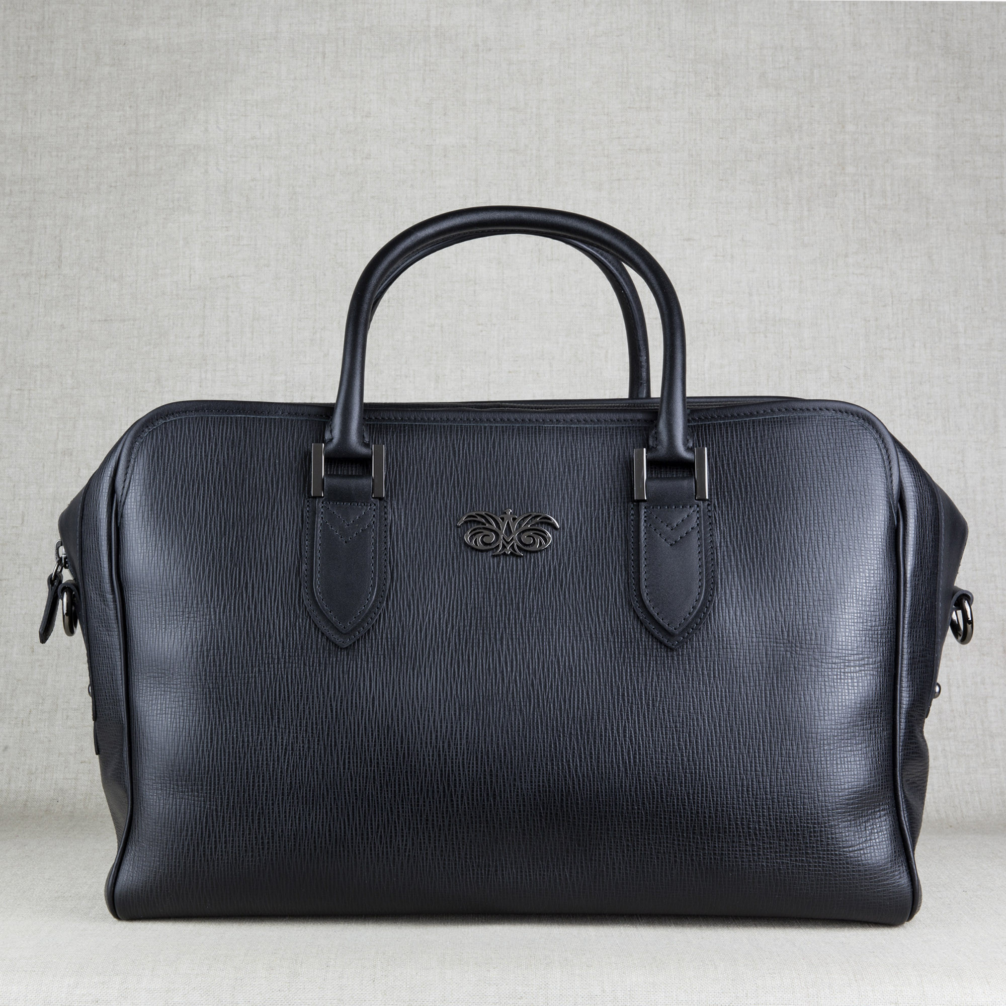 48h handbag for men in grained calf leather black color - front view - linen background