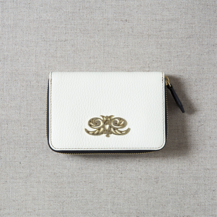 Compact zipped wallet MADRID in grained calfskin, off white color - on linen