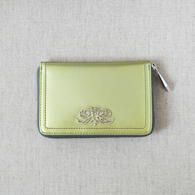Zip around wallet NEW YORK in varnished leather, changing green color - on linen