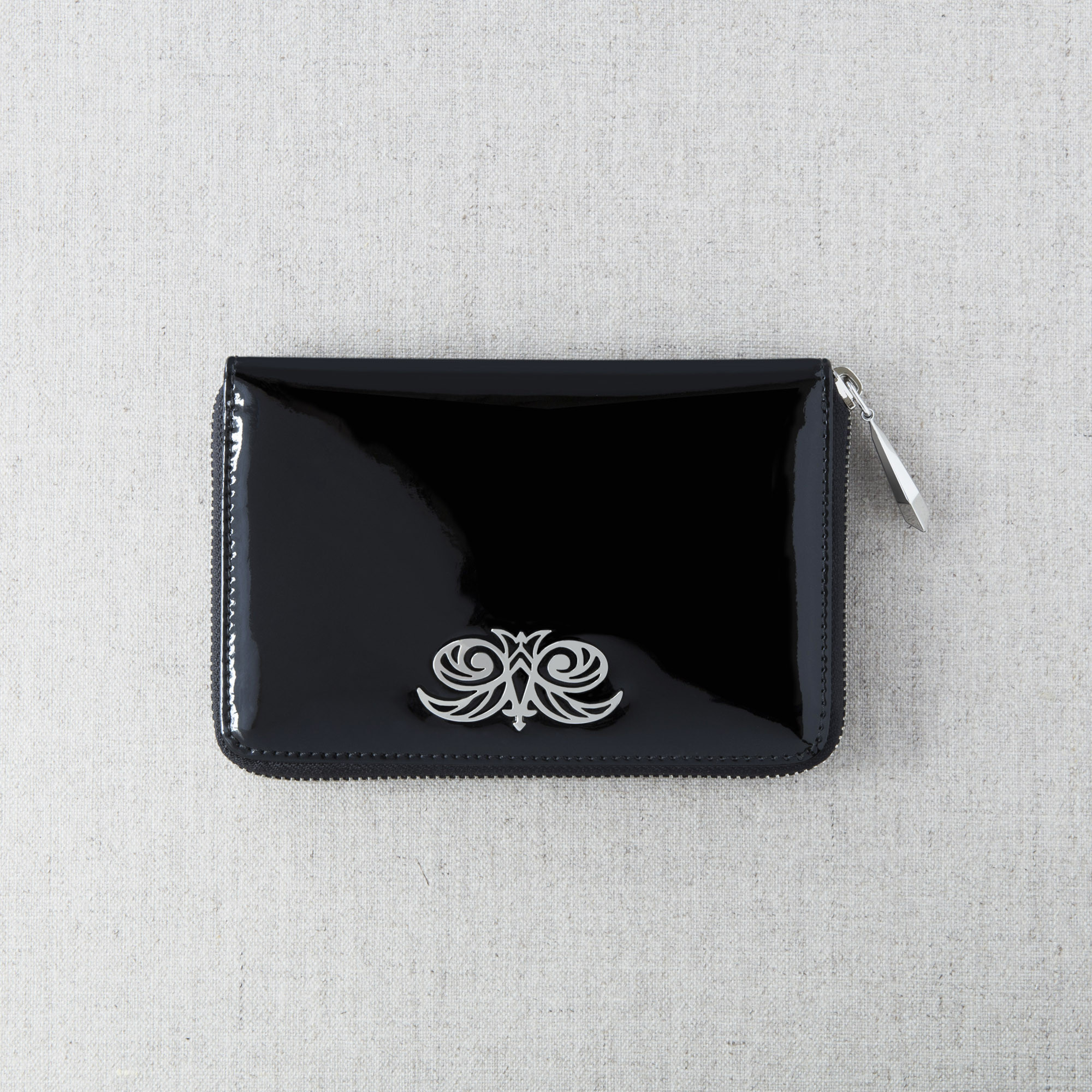 Zip around wallet NEW YORK in black varnished leather - on linen