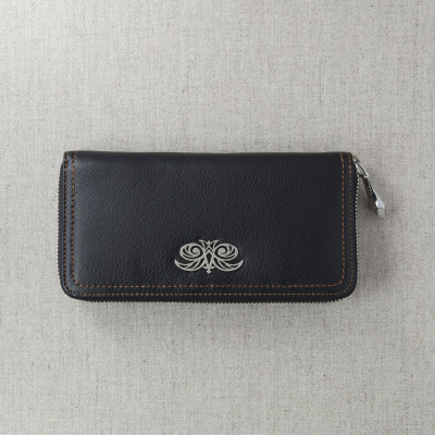 Continental wallet KYOTO in black grained leather - front view on linen