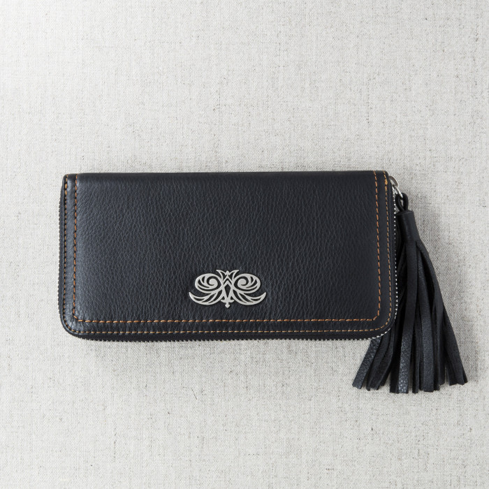 KYOTO, zipped  continental wallet in black grained leather with tassel - front view on linen