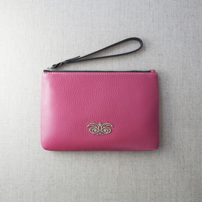 « SUZY » grained leather zipper pouch with wrist strap