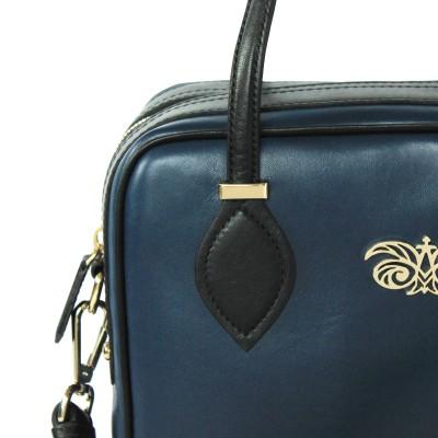 Leather handbag with removable strap, navy blue color - details