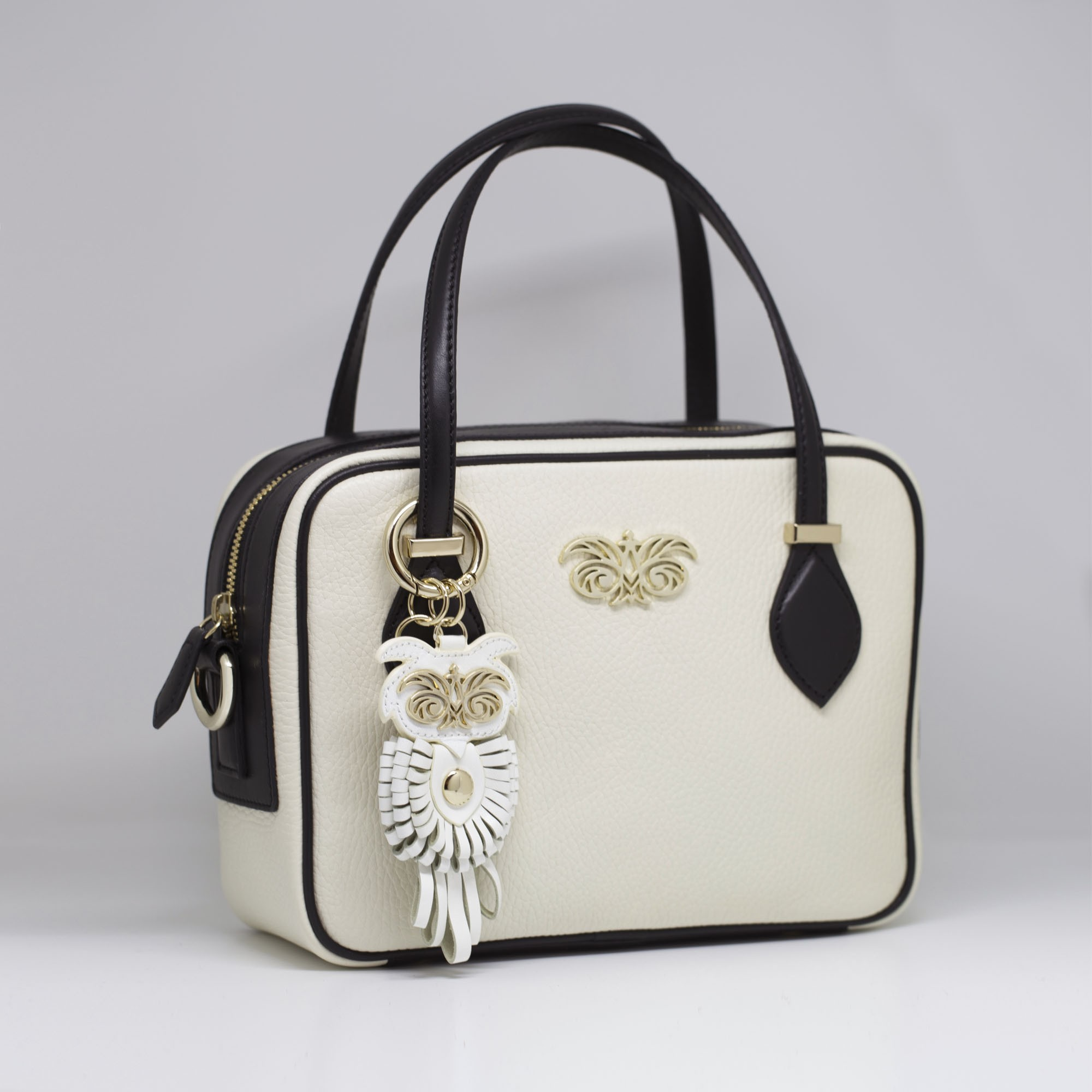 Key holder and bag charms OWL in white leather - attached on a handbag