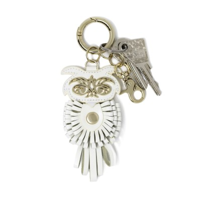 Key holder and bag charms OWL in white leather - front view with keys