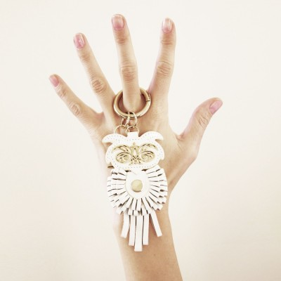Key holder and bag charms OWL in white leather - on hand