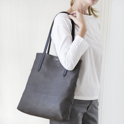 """Soft lamb leather shopper """"SUZANNE"""", big size, taupe color - worn by a model"""